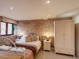 The Tack room, stone barn conversion for couples, Kilmington