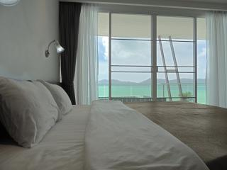 Tranquil Seaview Apartment w/Jacuzzi, Beachfront Pool, Cape Panwa