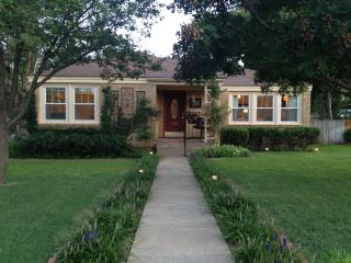 The Cottage Guest Home - Located in the heart of Canyon, TX