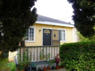 Cozy Downtown Cottage, Walk 2 Everywhere, Santa Barbara