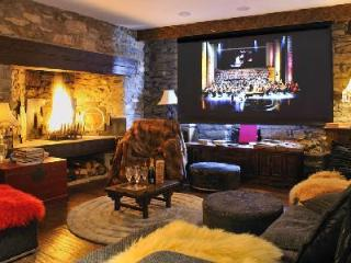 Incredible ski in/ski out Chalet Himalaya with heated pool and massage room, Val d'Isere