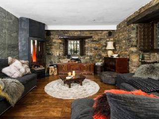Incomparable Domaine Toit du Monde, ski in/out, with heated pool and fireplaces, Val d'Isere
