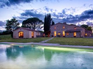 Villa Montesoli, Luxurious Tuscan Villa - Relax in the Sauna, Jacuzzi & Pool - Siena vacation rentals