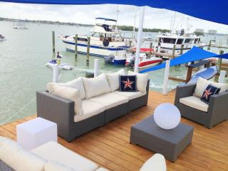 Unique HouseBOAT... Minutes from South Beach!, Miami Beach
