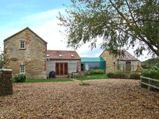 TADPOLE BRIDGE COTTAGE, pets welcome, WiFi, riverside location, en-suite facilities, near Bampton, Ref. 29653
