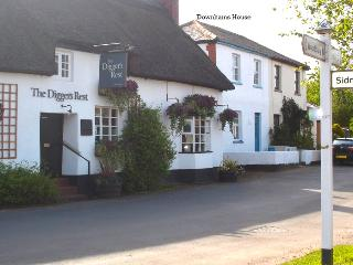 Cosy Devon cottage in country village with pub., Exeter