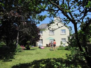 Spacious child-friendly villa near medieval Dinan