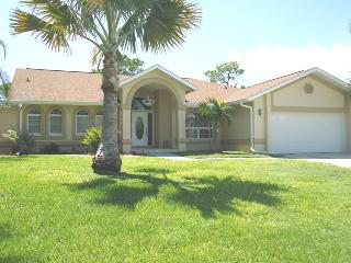 Villa Tammy -Waterfront & located on a Golf course, North Fort Myers