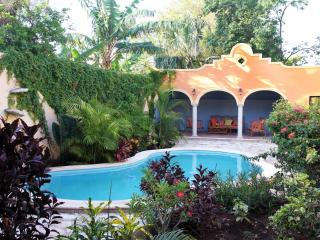 Tranquil Tropical Oasis in Historic Center, Merida