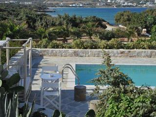 Sea front Villa with 4 br and private pool, Naoussa