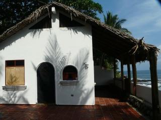 Romantic Oceanside Casita w/Direct Access To Beach, La Libertad Department