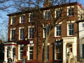 Spacious, luxury city centre apartment, sleeps 4, Kingston-upon-Hull