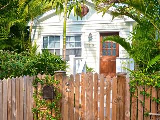 'PARADISE PALMS' Tropical Key West Home w/ BBQ Grill & Pvt Patio