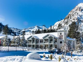 Ski-In Ski-Out Squaw Valley Lodge Slopeside Townhome, Olympic Valley