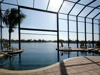 Villa Estelle Stunning 2-story Villa with amazing, Cape Coral