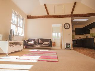Stunning 1 bed converted Loft apartment, sleeps 4, Worthing