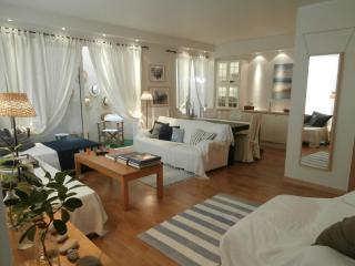 A Cozy Apartment close to Glyfada Center - Athens