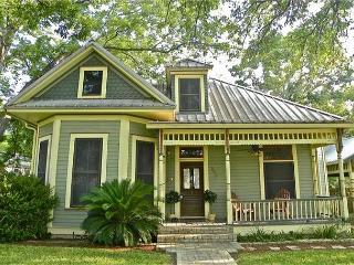 7BR/4BA  Unique House and Cottage on South Congress in Austin, Sleeps 16