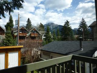 Canmore Condo in the Heart! 2 BR+Loft.  Sleeps 6!