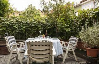 Lincoln Townhouse with a garden in Milan center - Milano Marittima vacation rentals