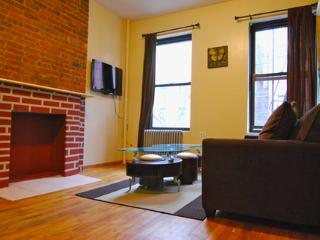 Charming Urban Apartment in Midtown West ~ RA42810, Long Island City