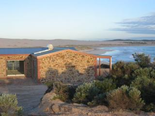 Peaceful secluded beach house on water's edge, Streaky Bay