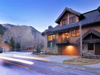 Hourglass Townhome #9 - West Ketchum - Elegant Townhome close to River Run