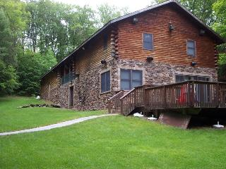 Large Modern Cabin with Hot Tub Tucked in Woods, Bethel