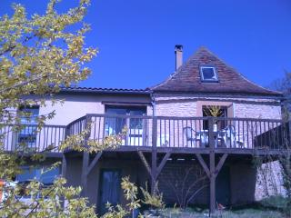 Stone built country house with a magnificent view, Plazac
