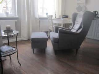 Vacation Apartment in Buxtehude - 323 sqft, central, tranquil, upscale (# 4447)