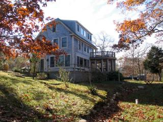 Makonikey Rental Walk To Beach! (Makonikey-Rental-Walk-To-Beach!-WT109), West Tisbury