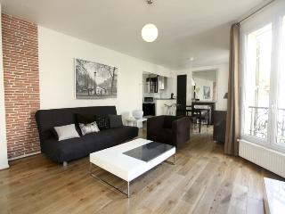BTWN CANAL ST MARTIN & MARAIS: LUXE AND TRENDY - Paris vacation rentals