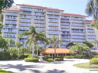 Charming beachfront unit, 4th floor, 1 bedroom right on the beach!, Marco Island