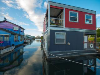 Victoria  downtown Bed and Breakfast  float home