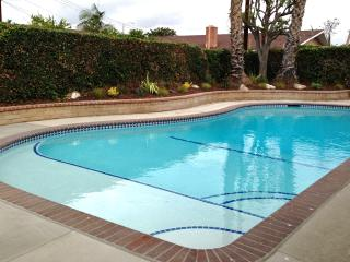 Only 1/4 Mile To Disney, Directly Across Heated Pool Home, Anaheim