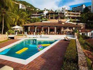 Beautiful Beachfront Villa 10mins from Romantic Zone, Puerto Vallarta