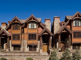 Luxury 6 bedroom, 6.5 Bath, Ski-In/Ski-Out Condo, Telluride