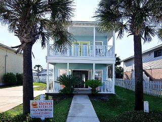 Beautiful Home w/Great Flrpln! Very Close to Beach, Destin