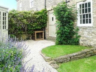BEECROFT COTTAGE, character cottage, garden, open fire, near pub/shop in Slingsby, Malton Ref 19038 - Malton vacation rentals