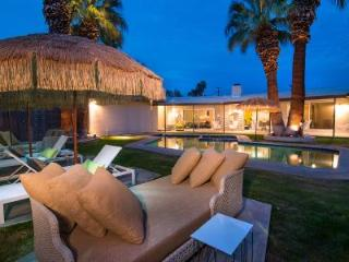 Burton House - The Ultimate Palm Springs Vacation Home - Swimming Pool & Hot Tub
