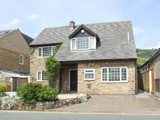 LOWER LANE HOUSE, patio with furniture, open fire, two sitting rooms, Ref 904192, Chinley