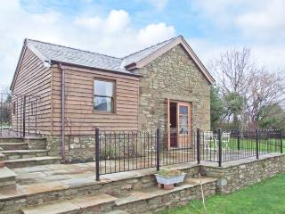 ARLES BARN, WiFi, patio with furniture, on the edge of the Forest of Dean, Ref 905720, English Bicknor
