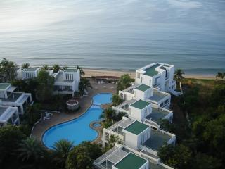 3 bed room apartment absolute beach front unit, Rayong