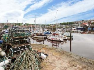 PROSPECT HOUSE harbour front, family-friendly, close to town in Whitby Ref 912895