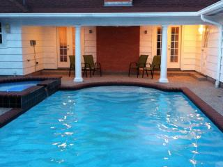 Home in Town, Private Pool and Hot Tub, Galveston