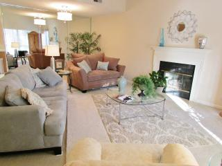 Beautifully Decorated Home...Min. from Nashville