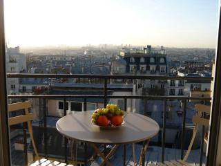 Apt in Montmartre with breathtaking view of Paris