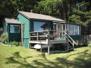 Ocean Front Beach House with Guest Cabin, Quadra Island