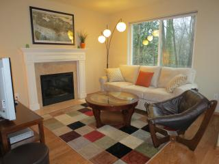 West Seattle Home: Quiet, near Downtown & Airport