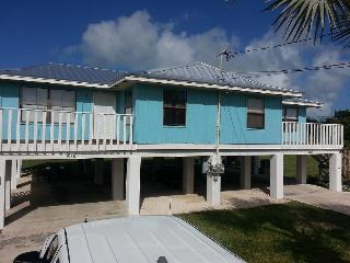 Cozy Keys Retreat!! 4BR/4BA Waterfront Duplex, Marathon